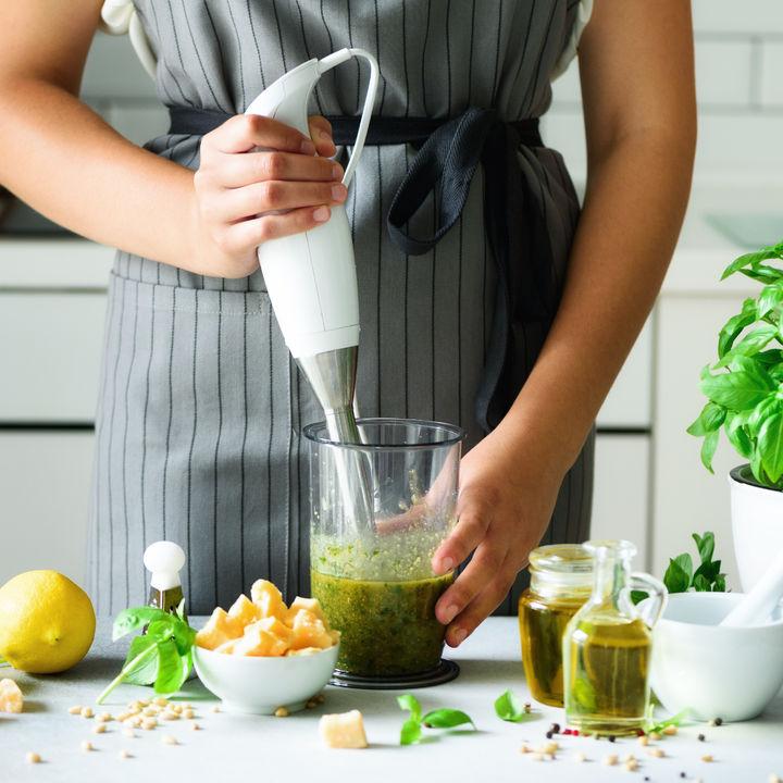 離乳食でブレンダーを取り入れるとき。レシピや使い方のコツなど