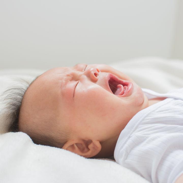 1歳や2歳の夜泣きの対応の仕方。ママたちが考える夜泣きをする理由