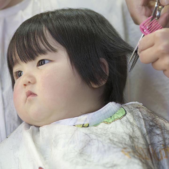1歳の子どもの美容院デビューはいつ?美容院の選び方や確認したこと