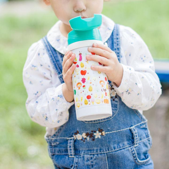幼児の水筒を選ぶポイント。ステンレス製やストロータイプ、カバーなど