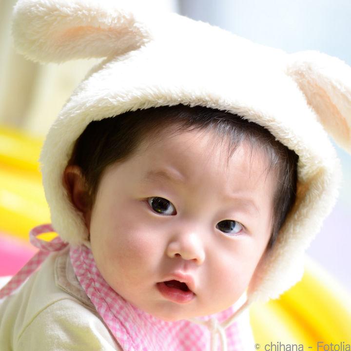 つかまり立ちをはじめた赤ちゃんに使う、頭の保護対策グッズ