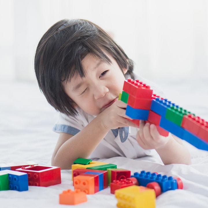 4歳の男の子にプレゼントするブロックのおもちゃ。定番から個性的なものまで