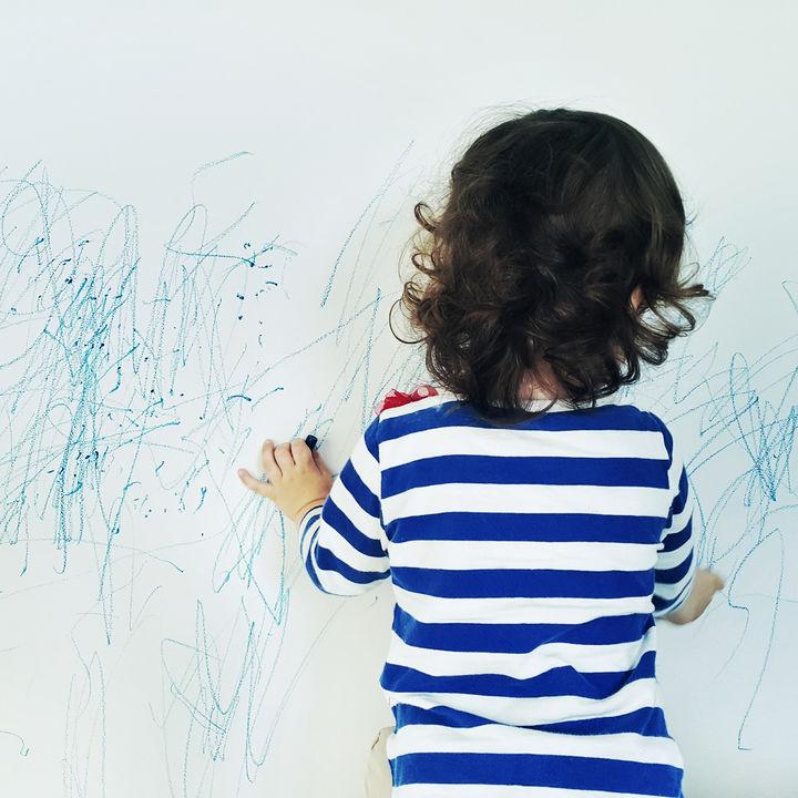 壁紙や壁についた油汚れの落とし方。きれいに掃除する方法とは