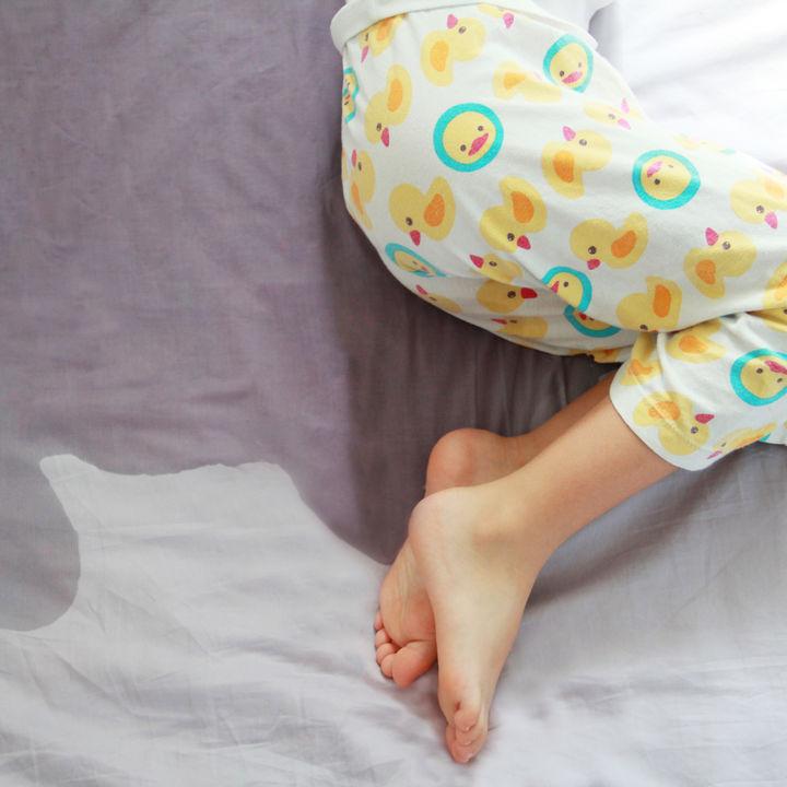 【小児科医監修】子どものおねしょが続くのは病気?原因と対策