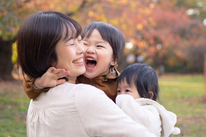 ママに寄り添う子供達
