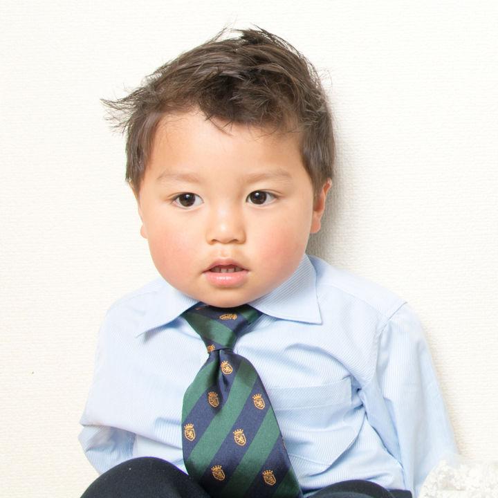 結婚式に参列する子どもの服装。男の子の服を選ぶときのポイント