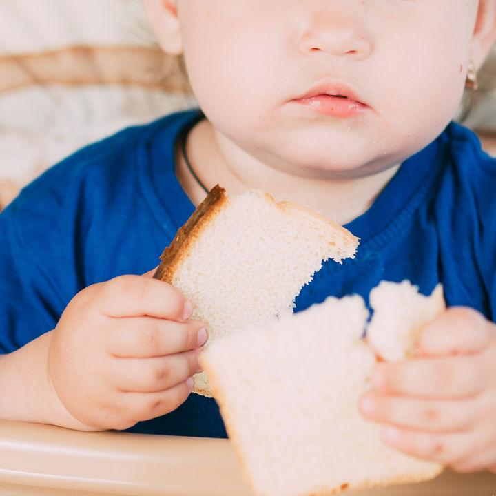 離乳食中期の赤ちゃんが食べるパンについて。選び方や意識したこと
