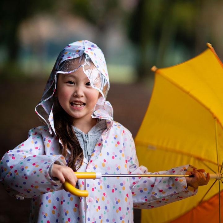 大雨の日のワーママの悩み。送り迎えの対策はどうすればよいか