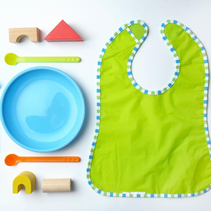 離乳食の食器やスプーンの選び方。木製・ゴム製など使いやすい素材