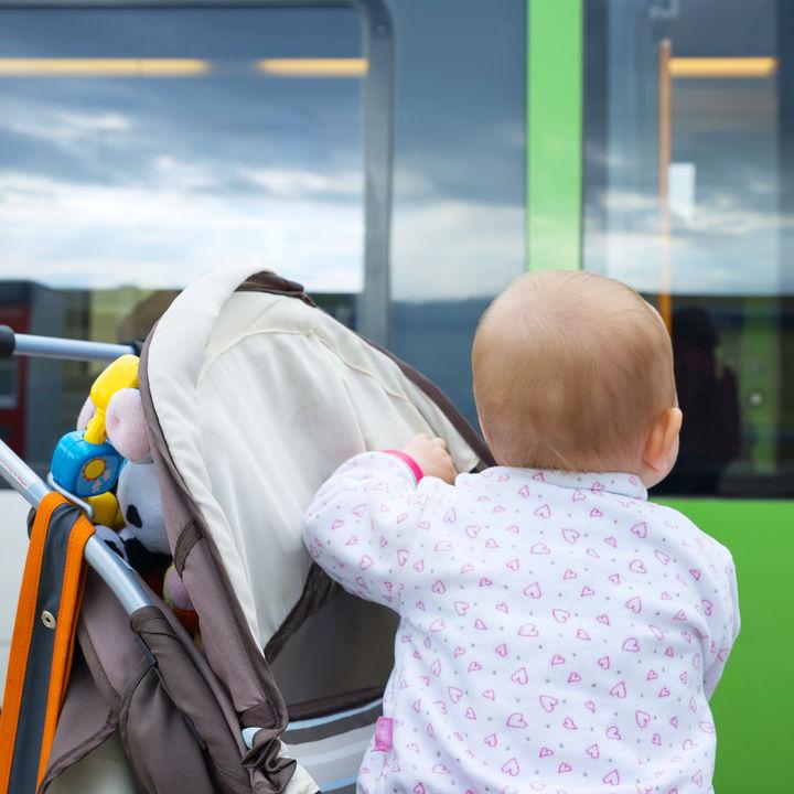 ベビーカーで電車移動。乗り換えや段差などママたちが気にかけたこと