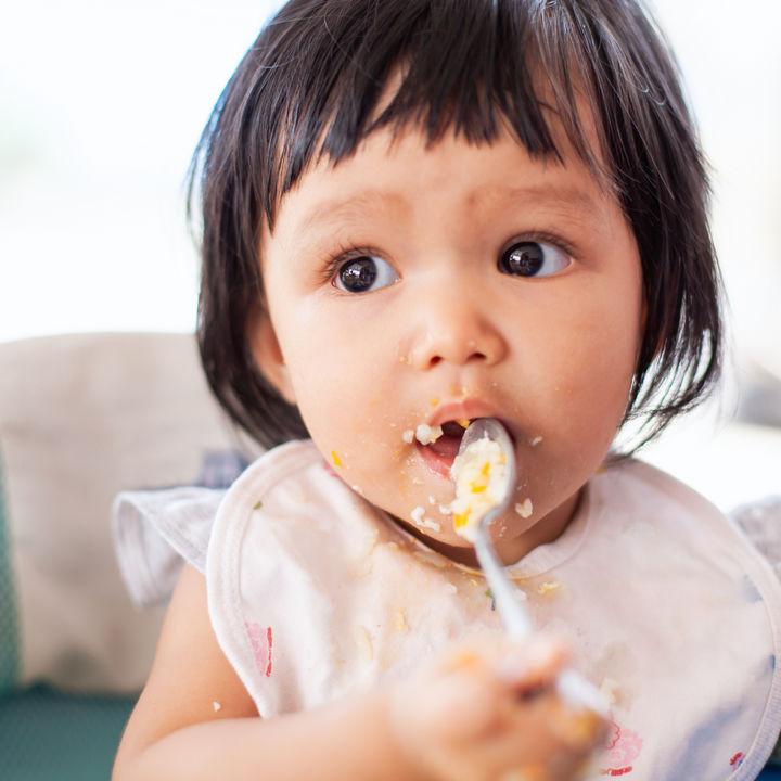 幼児はいつからスプーンを使い始める?使いやすいスプーン選びのポイント