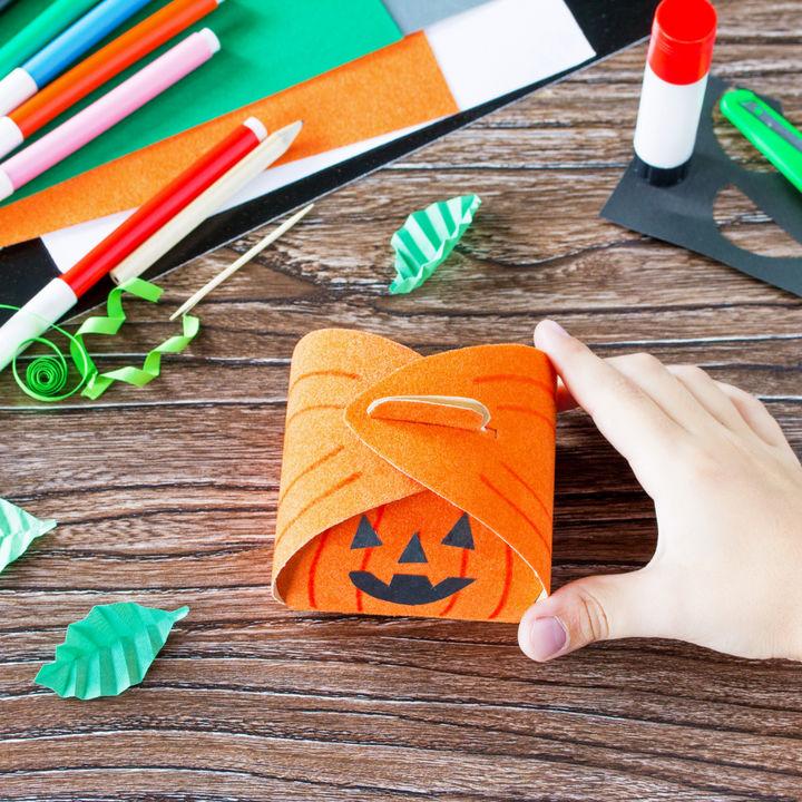 ハロウィン製作を楽しもう。0歳児1歳児でもできる製作のポイント