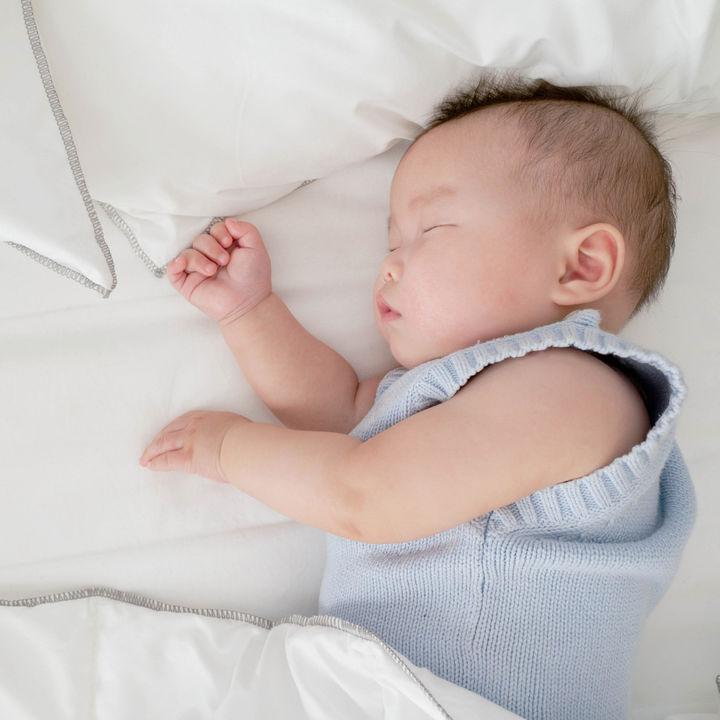 夜間断乳の時期はいつ?月齢別のスケジュールやポイントなど
