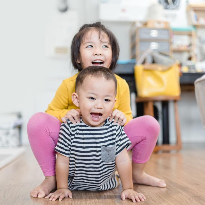 子どもが2人いる共働き夫婦の一日を紹介。タイムスケジュールやすごし方とは