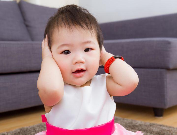 赤ちゃん 耳 笑顔