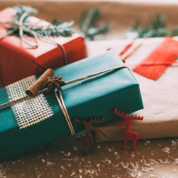 妻に贈るクリスマスプレゼント。子育て中や妊婦の場合などの贈り物