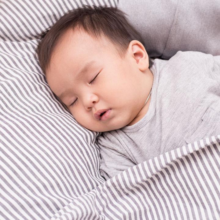 乳児用の布団を用意するとき。選び方や春夏秋冬の布団のかけ方