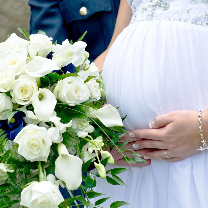 出産2カ月前のすごし方。旅行、結婚式はできる?仕事で気をつけたことなど
