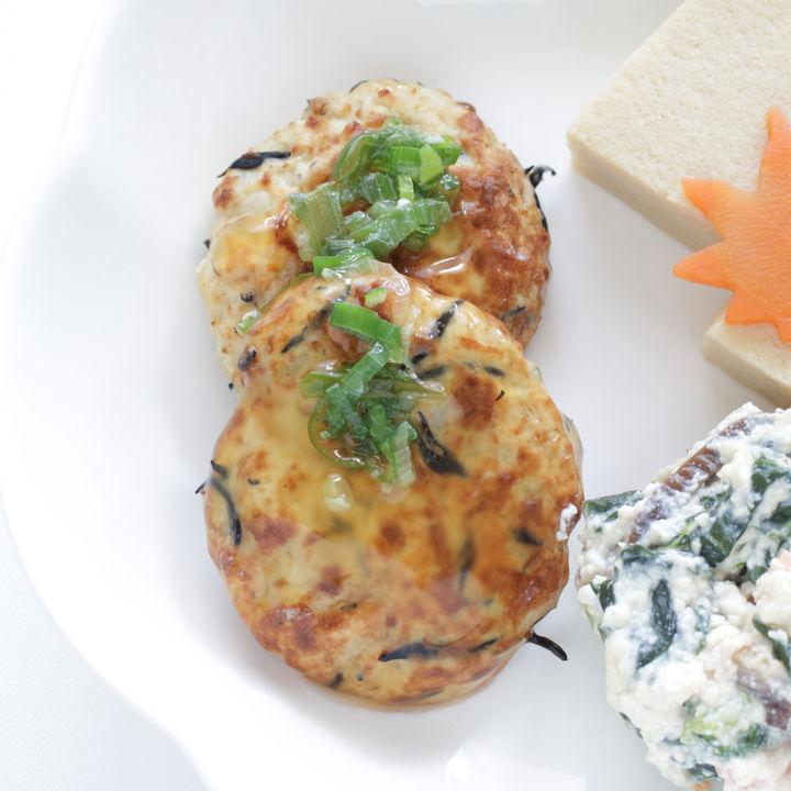 ひじきを使った離乳食中期のお手軽レシピ。おやきや煮物など