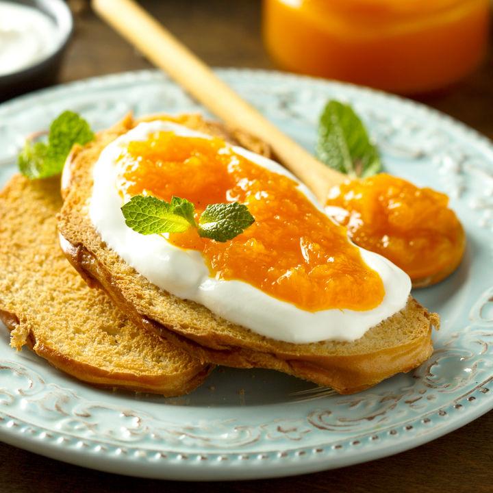 離乳食の桃はいつから?保存法や簡単においしくつくれる桃レシピ
