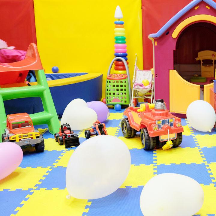 子どもが喜ぶ室内遊び。雨や台風、雪の日などに楽しく遊ぶアイデア