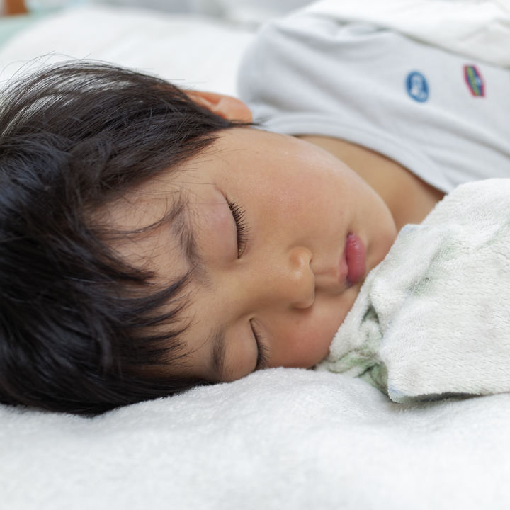 【耳鼻科医監修】子どもの夜のいびきは鼻づまりが原因?いびきの原因や注意が必要な場合とは
