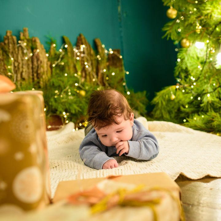 男の子へのクリスマスプレゼント。選び方のポイントや渡すときの工夫