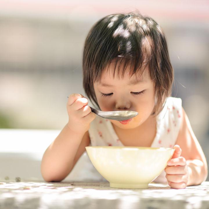2歳や2歳半向けの幼児食。野菜と組みあわせたうどんのレシピなど