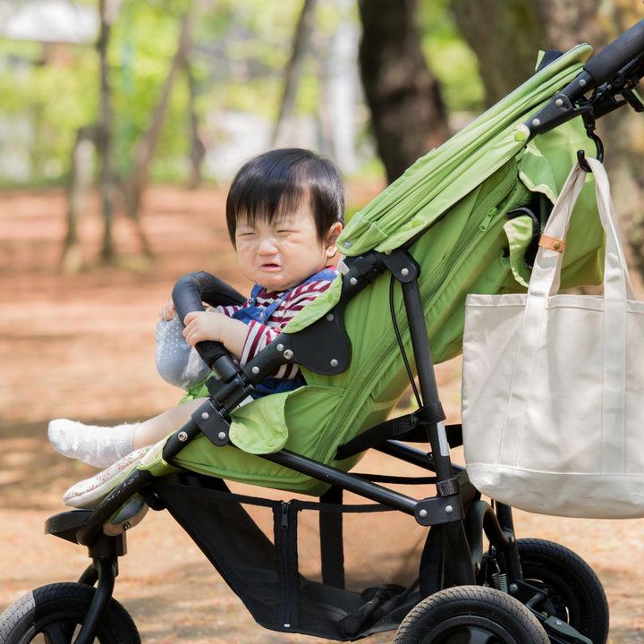 赤ちゃんがベビーカーを嫌がるときや泣くとき。乗らないときにしたママたちの対策