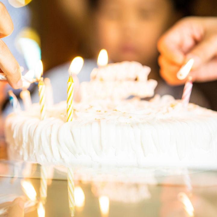 家族の誕生日のディナーや誕生日プレゼントを考えよう