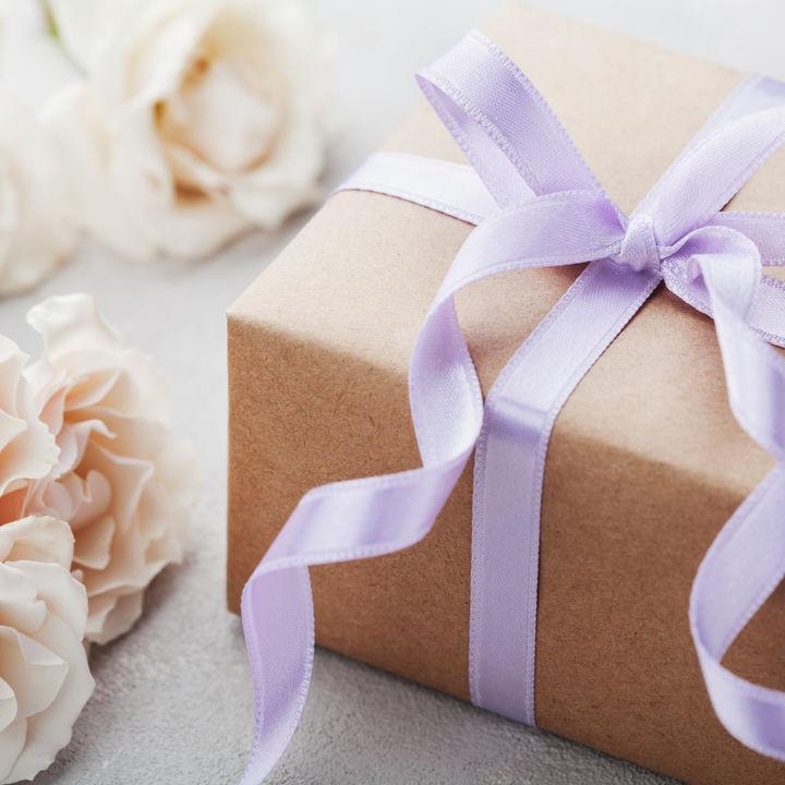 結婚記念日にプレゼントを贈ろう。妻や夫に選んだものとは