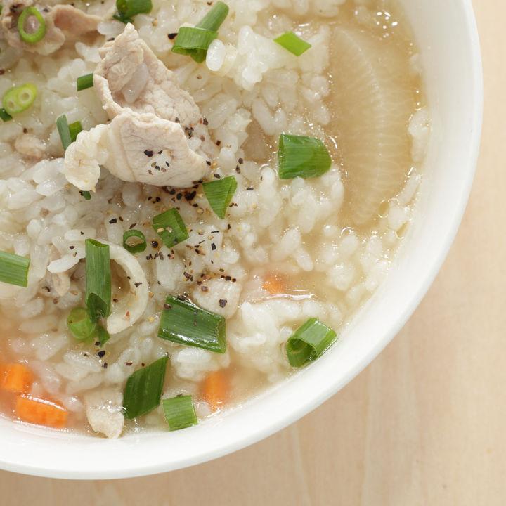 離乳食完了期に楽しむ卵なしの雑炊レシピ。魚や野菜を使った作り方