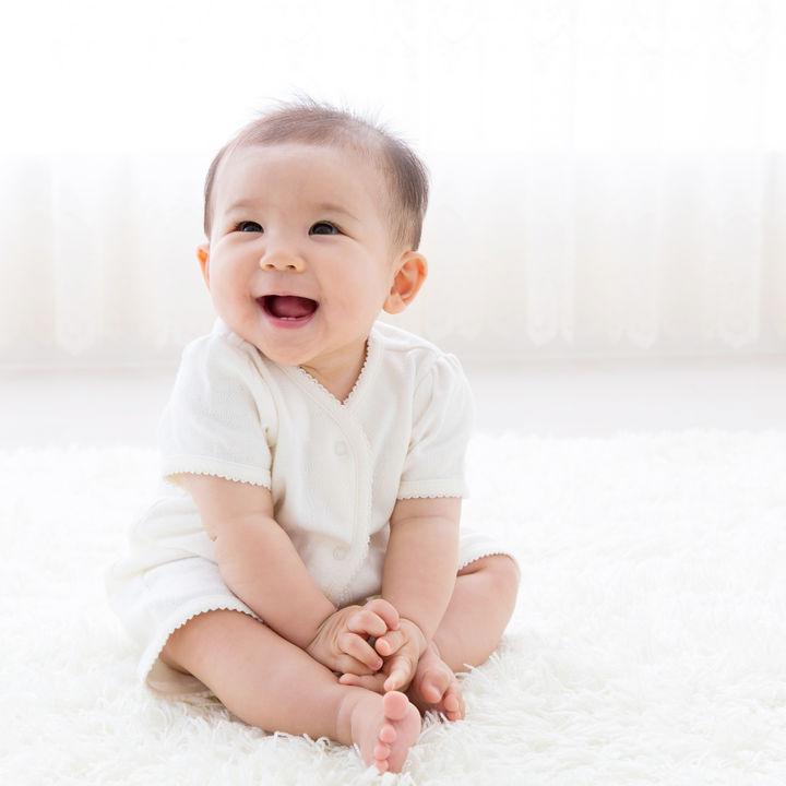 生後7ヶ月のおすわりについて。まだ難しい場合や嫌がるときの対応