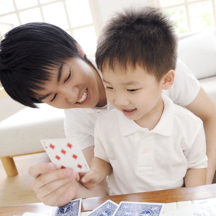 幼児と楽しむトランプを使った遊び方。みんなでゲームを楽しもう