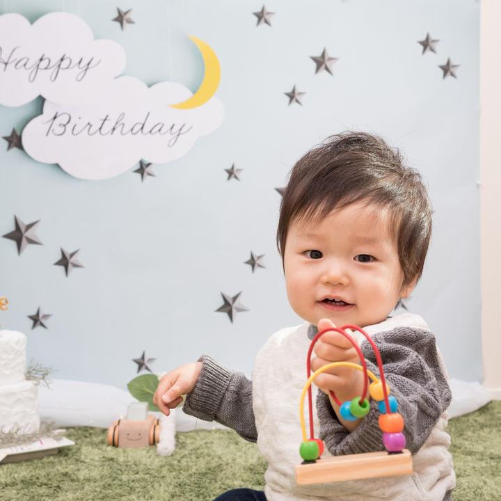 1歳の誕生日に家族写真を撮ろう。バースデーフォトの服装