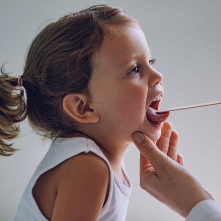 子どもの口臭は何科を受診するべきか。原因と自宅ケア
