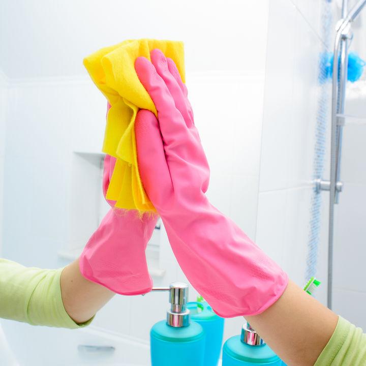 取れない水垢の掃除方法。お風呂の鏡やキッチンのシンクをピカピカに