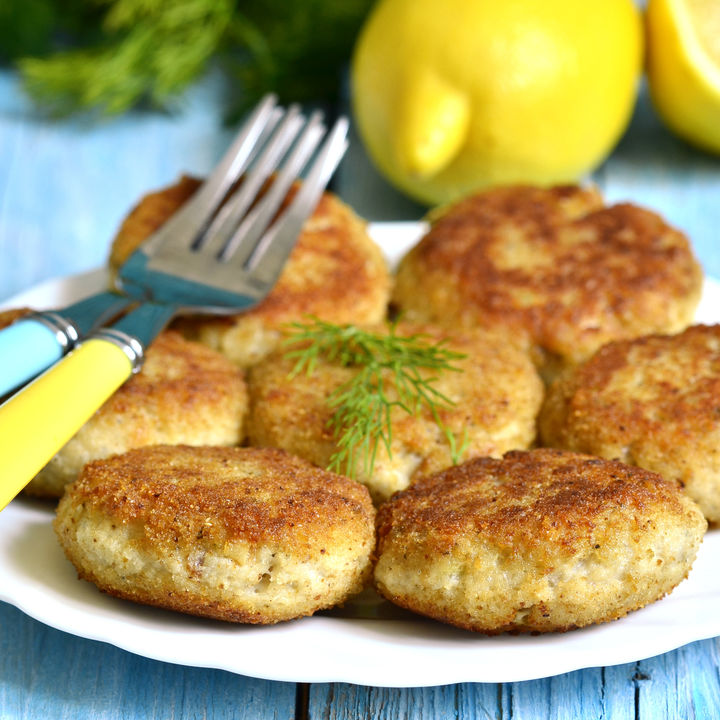 離乳食に作る子どもが手づかみしやすい魚ハンバーグのレシピ