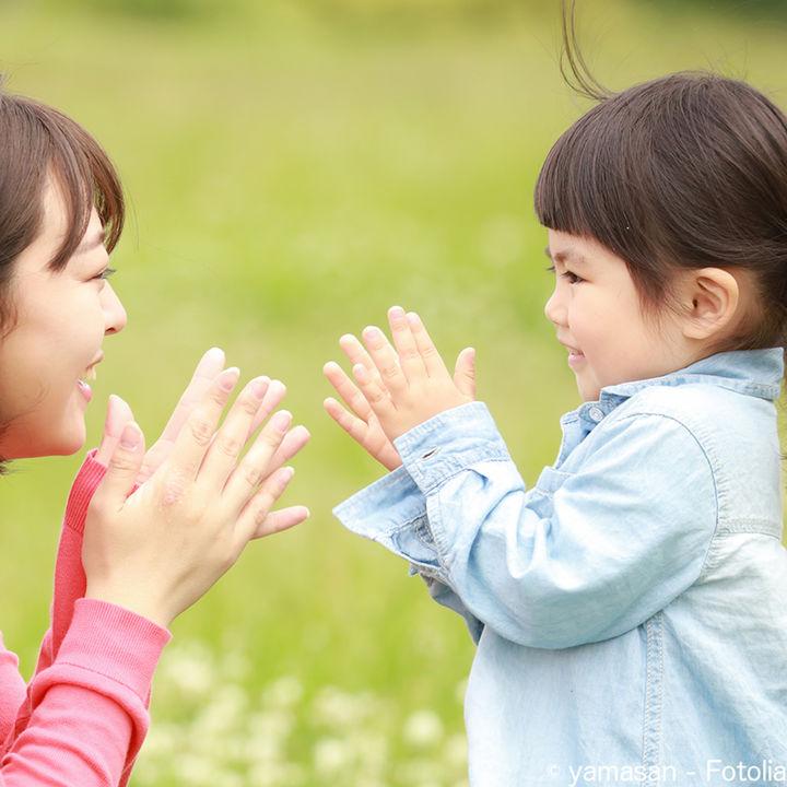 幼児といっしょに秋を感じる手遊びをしよう!簡単な秋の手遊び歌