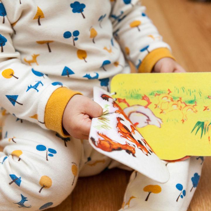 2歳の子どもに絵本をプレゼントしよう。選ぶポイントや工夫したこと