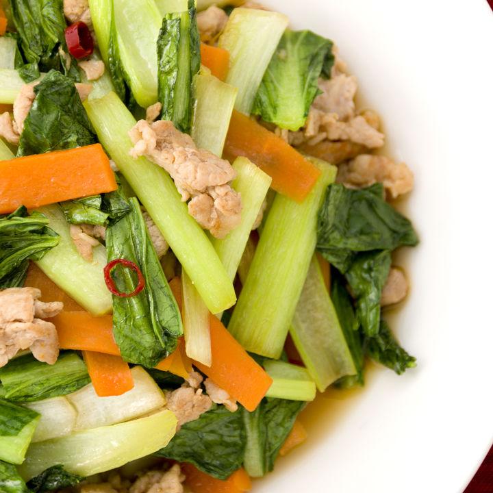 豚肉と小松菜を使って離乳食を作ろう。離乳食後期・完了期のアイディアレシピ