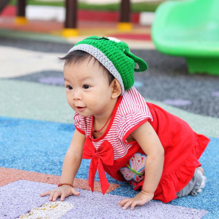 ハイハイ期の赤ちゃんが楽しめる遊び場。子育て支援センターや公園など