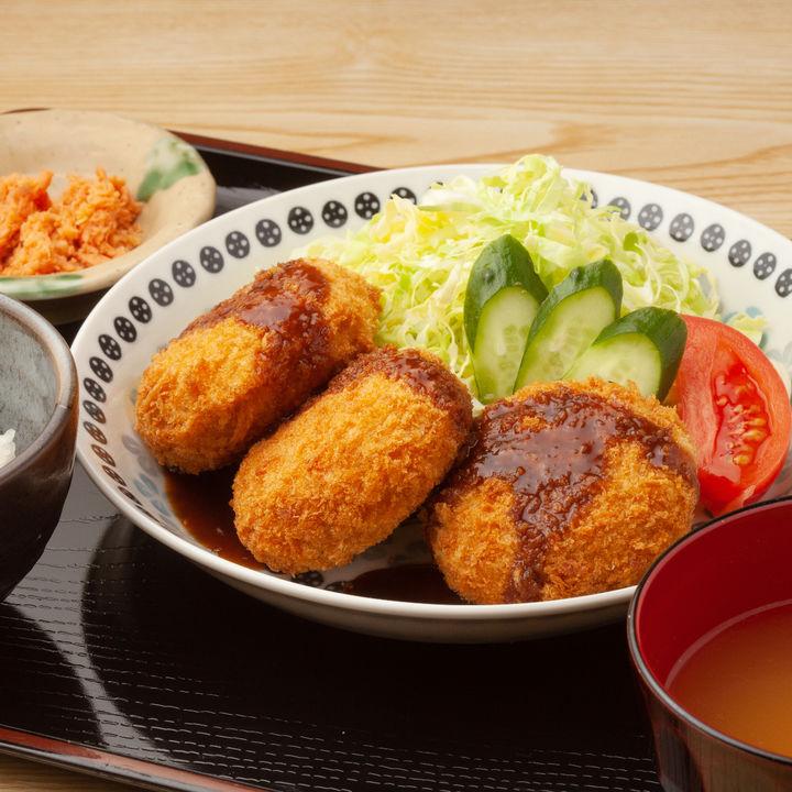 コロッケと合う副菜やスープ。魚介や肉を使ったおかずのレシピ