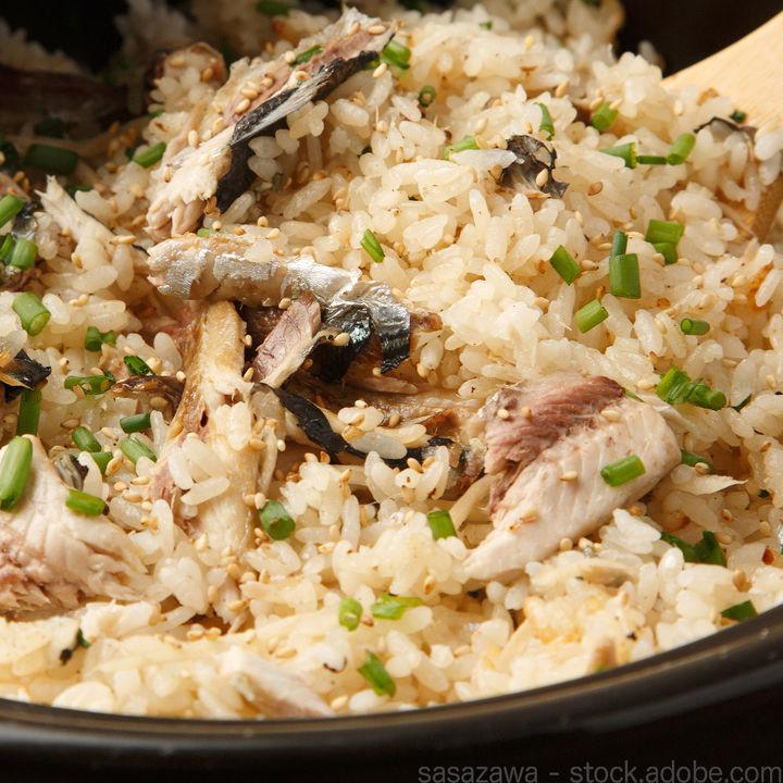 幼児食に作る炊き込みご飯。魚や肉を使った年齢別の簡単レシピを紹介