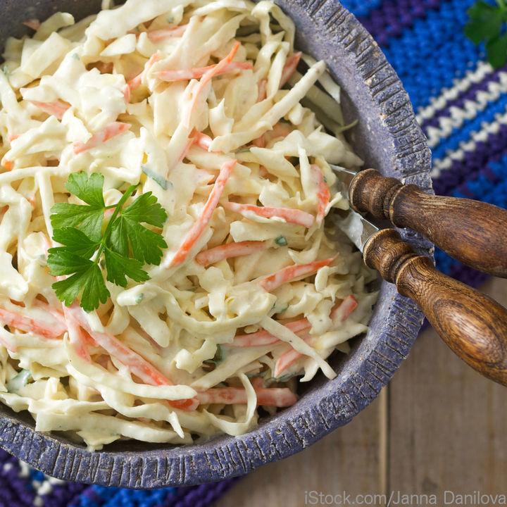 グラタンに合うおかずを作ろう。コールスローサラダや鮭のムニエルのレシピ