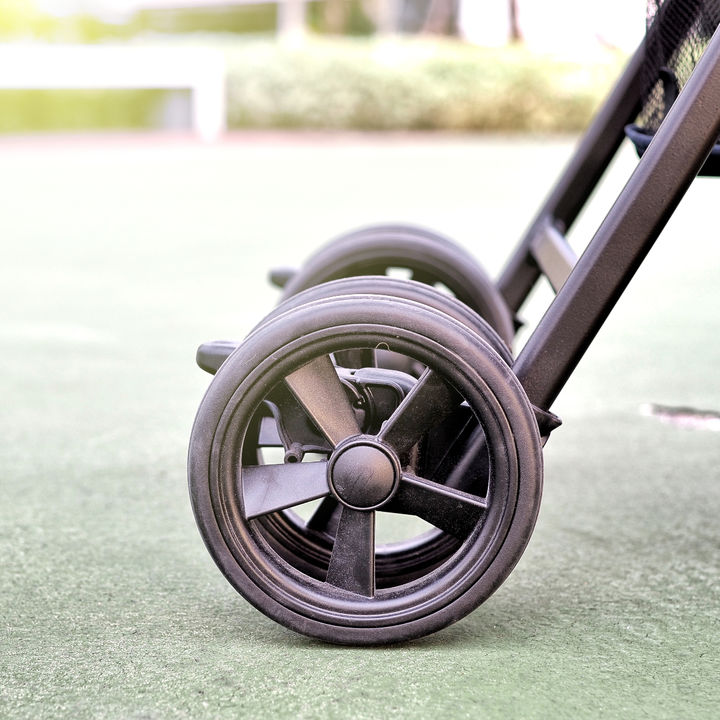 ベビーカーの部品交換、タイヤ交換は自分でできる?壊れたときの対処法