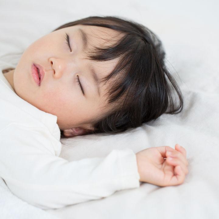 子どもが着るダウンのスリーパーとは。種類や年齢別の選ぶポイント