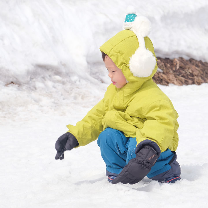子どものスキーウェアの選び方やいっしょに用意するもの