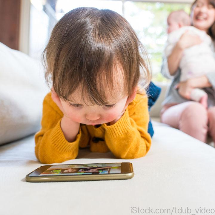 【調査】幼児がスマホを使い始めるのは●歳からが46.2%!家庭内のルール