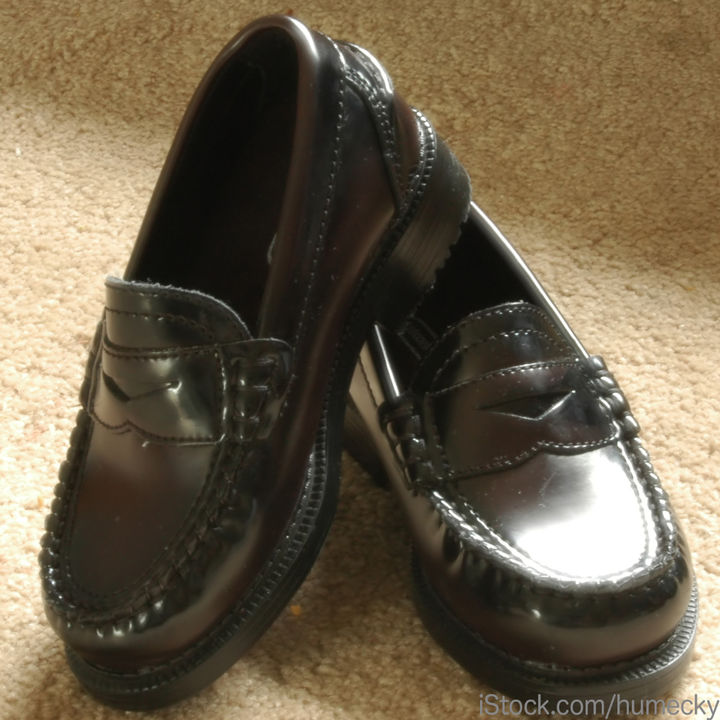 女の子用の入園式の靴選び。ストラップシューズやスニーカーなど